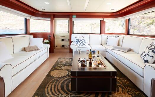 Motor Yacht Deva salon