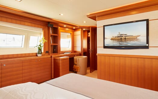 Motor Yacht Deva stateroom