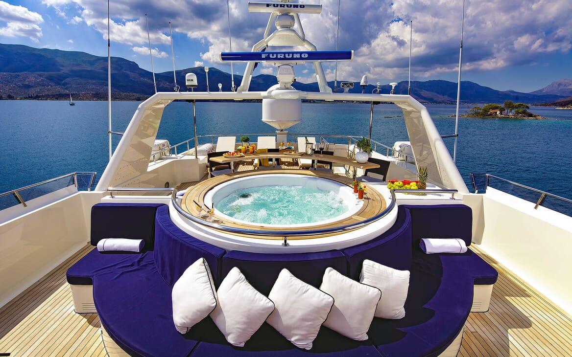 Motor Yacht MAGIX Sun Deck Jacuzzi