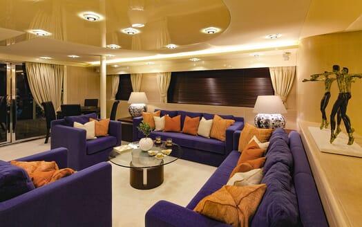 Motor Yacht MAGIX Main Saloon