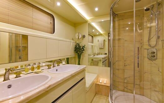 Motor Yacht MAGIX Bathroom