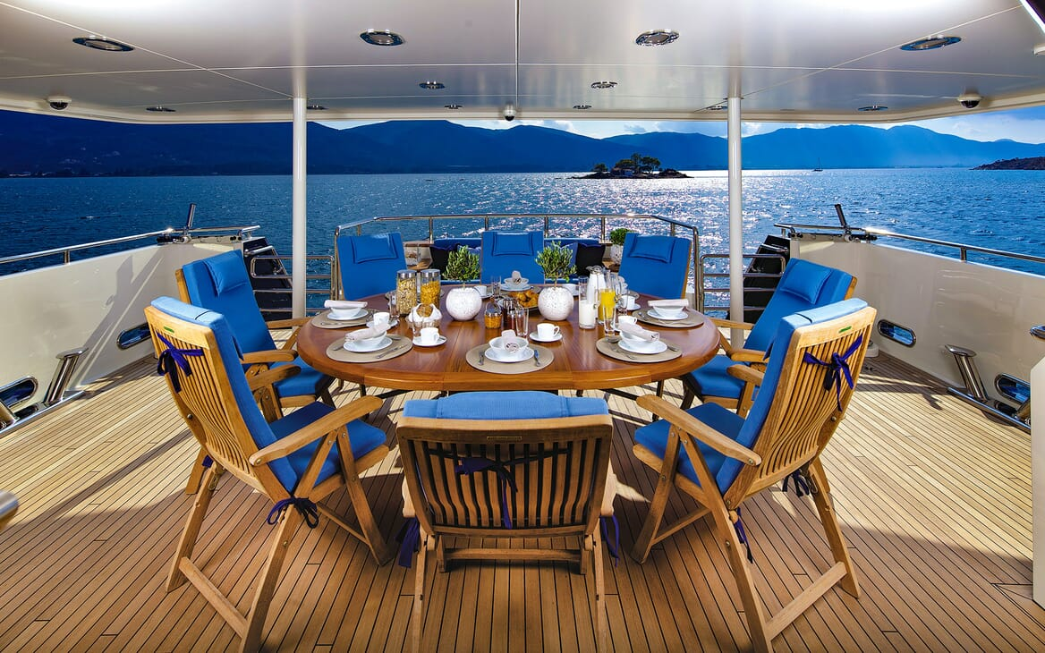 Motor Yacht MAGIX Main Deck Dining