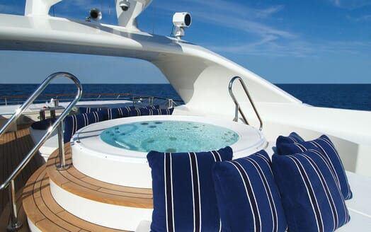 Motor Yacht Lady Dee hot tub