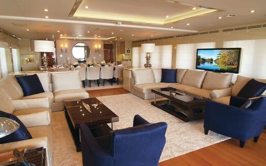 Motor Yacht Lady Dee saloon