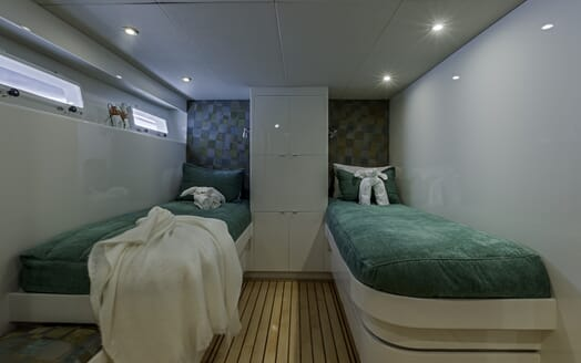 Motor Yacht First Home twin cabin