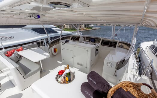 Motor Yacht First Home sundeck