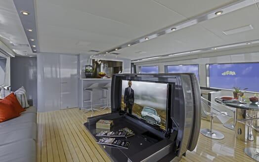 Motor Yacht First Home living area