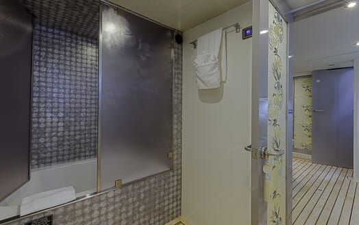 Motor Yacht First Home bathroom