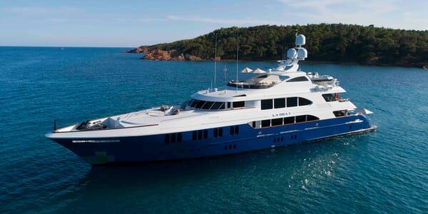 Motor Yacht LE DEA II Profile