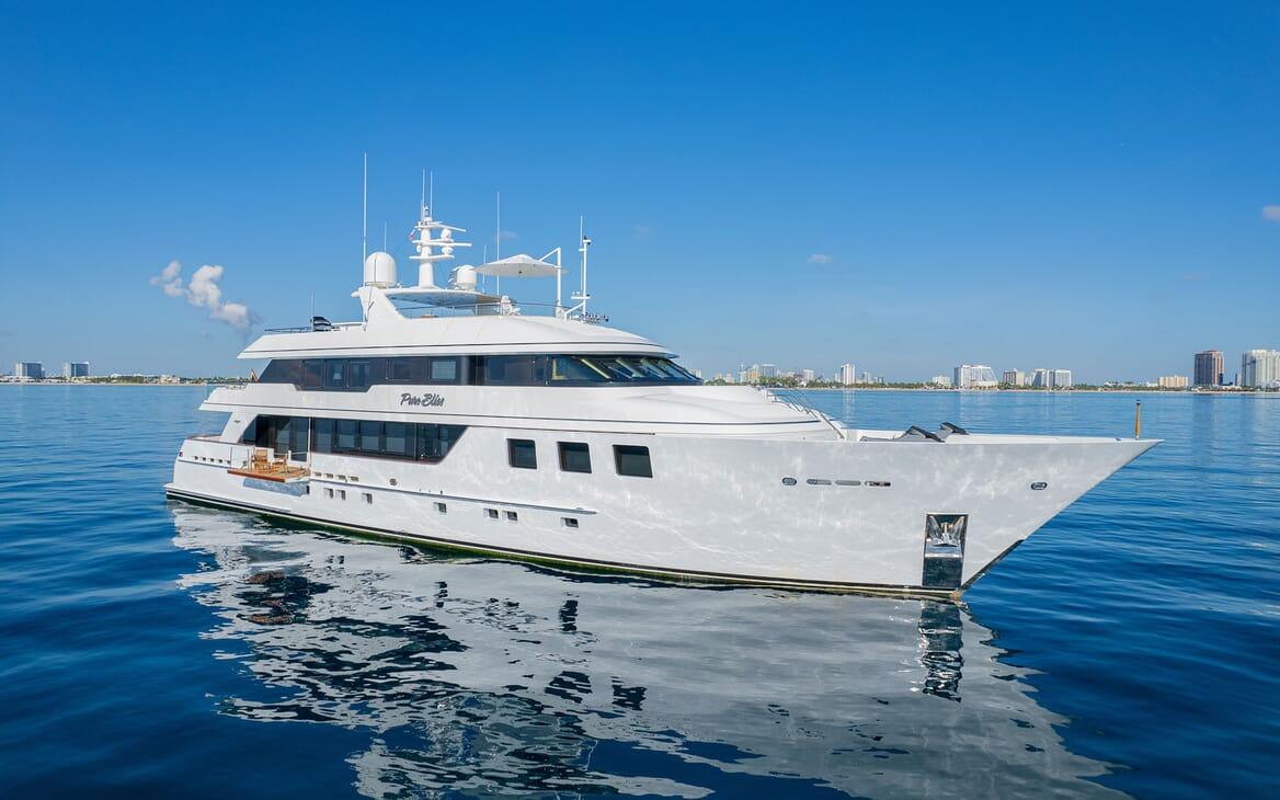Motor Yacht PURE BLISS Hero Exterior