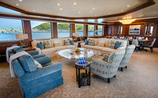 Motor Yacht PURE BLISS Main Saloon and Dining