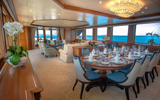 Motor Yacht PURE BLISS Dining Table