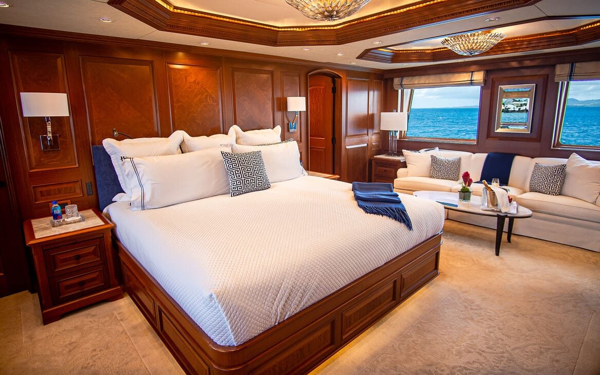 Motor Yacht PURE BLISS Master Stateroom Bed
