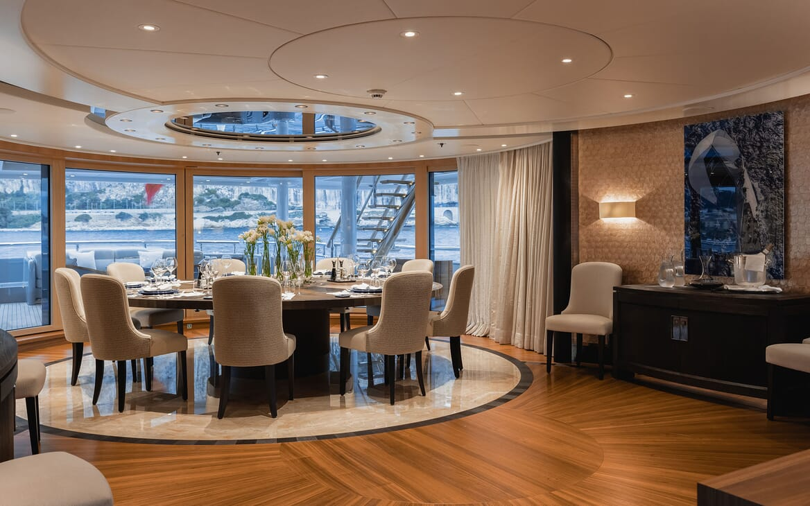 Motor Yacht VENTUM MARIS Dining Table