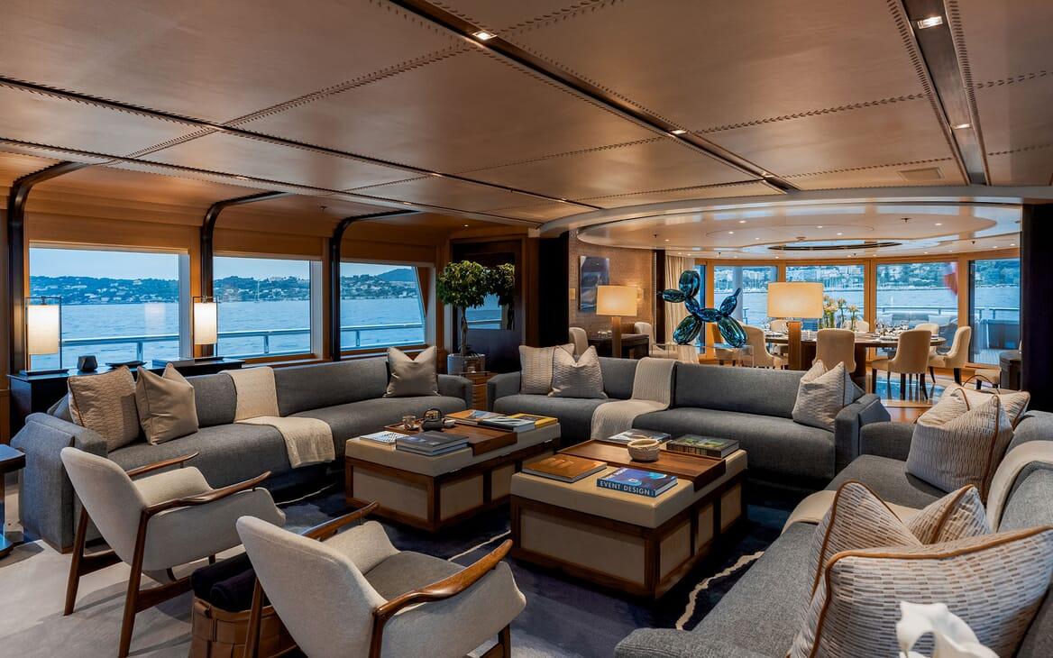 Motor Yacht VENTUM MARIS Main Deck Salon Seating
