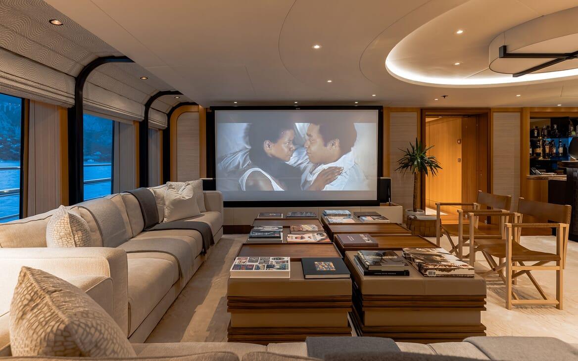 Motor Yacht VENTUM MARIS Cinema Screen