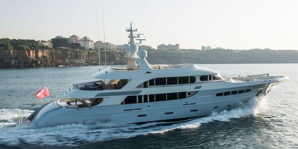 Motor Yacht NASSIMA Profile Underway