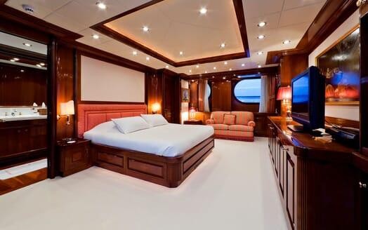 Motor Yacht SOPHIE BLUE Master Stateroom