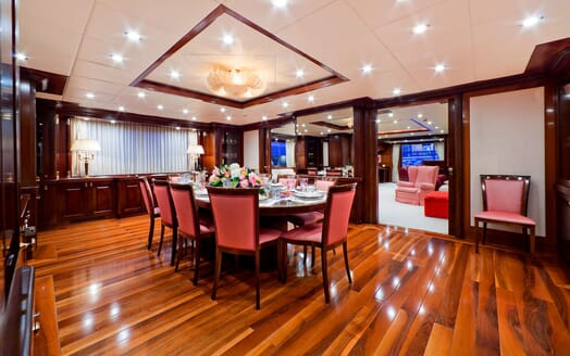 Motor Yacht SOPHIE BLUE Dining Table