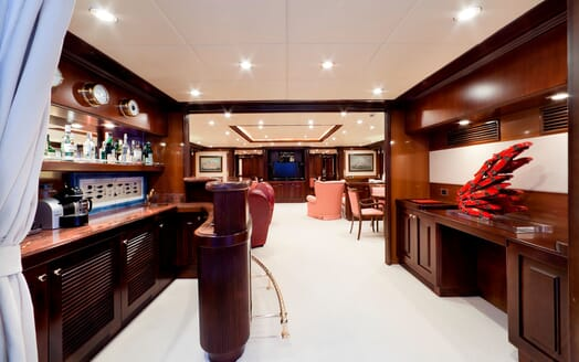 Motor Yacht SOPHIE BLUE Bar