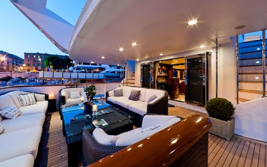 Motor Yacht SOPHIE BLUE Aft Seating