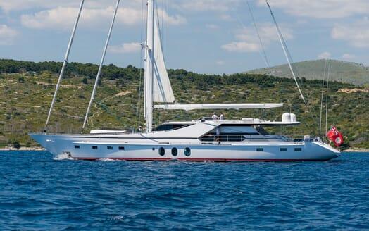 Sailing Yacht Lady Sunshine cruising