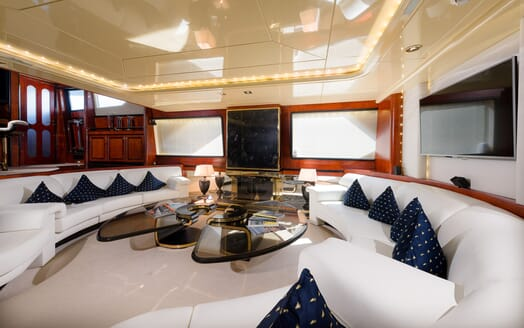 Sailing Yacht Lady Sunshine main saloon