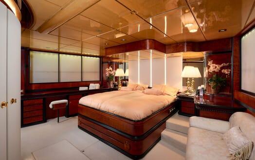 Sailing Yacht Lady Sunshine bar