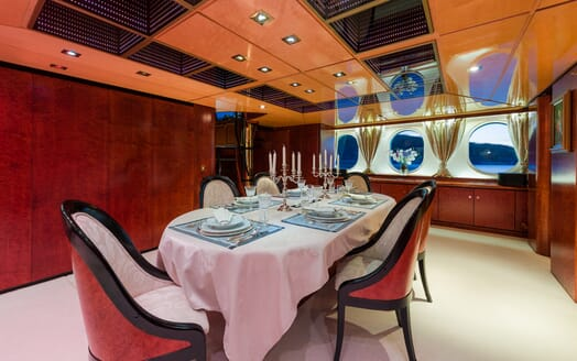 Sailing Yacht Lady Sunshine dining area