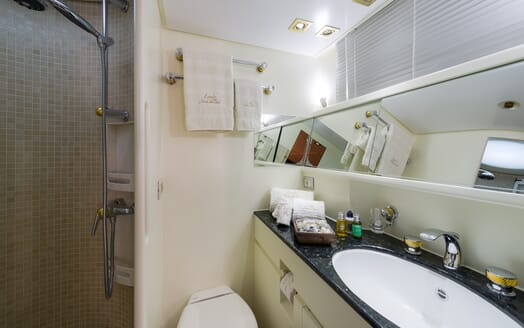 Sailing Yacht Lady Sunshine bathroom