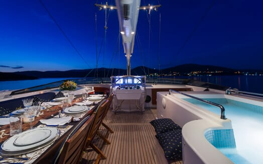 Sailing Yacht Lady Sunshine main deck