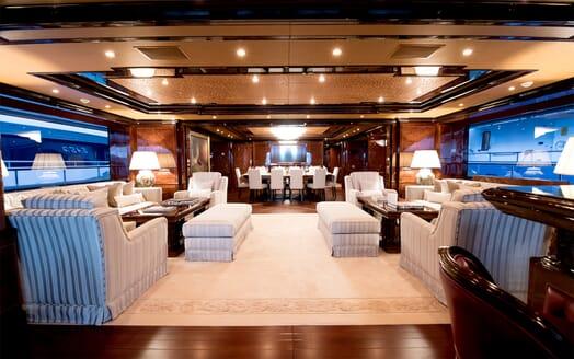 Motor Yacht Bash saloon