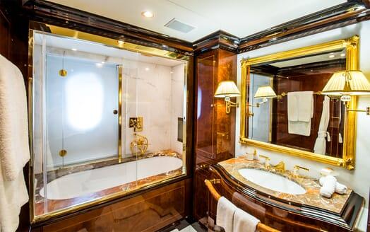 Motor Yacht Bash bathroom