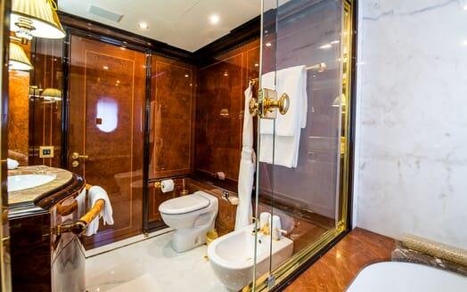 Motor Yacht Bash washroom