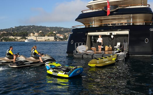 Motor Yacht Bash toys