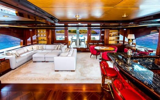 Motor Yacht Bash main saloon
