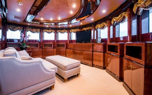 Motor Yacht Bash salon