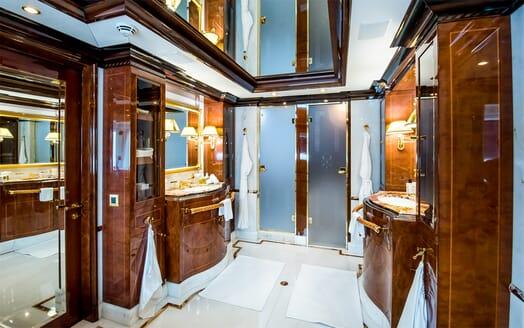 Motor Yacht Bash master washroom