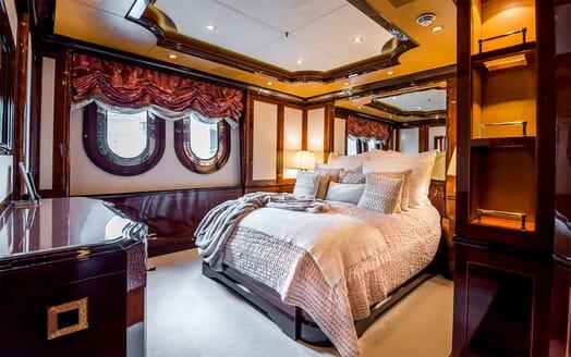 Motor Yacht Bash VIP cabin