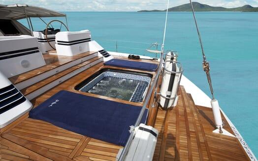 Sailing Yacht Seaquell hot tub