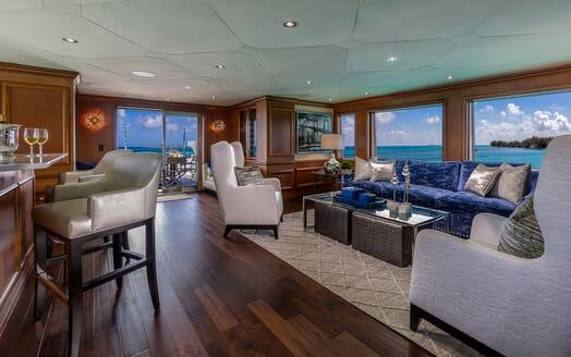 Motor Yacht M3 saloon