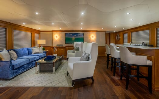 Motor Yacht M3 living area