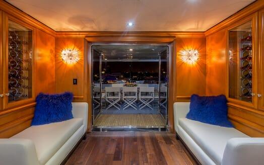 Motor Yacht M3 salon