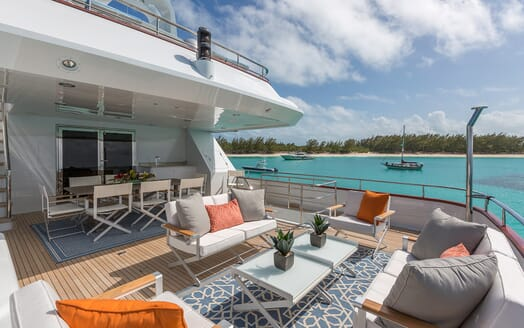 Motor Yacht M3 aft seating