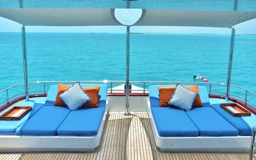 Motor Yacht M3 sun loungers