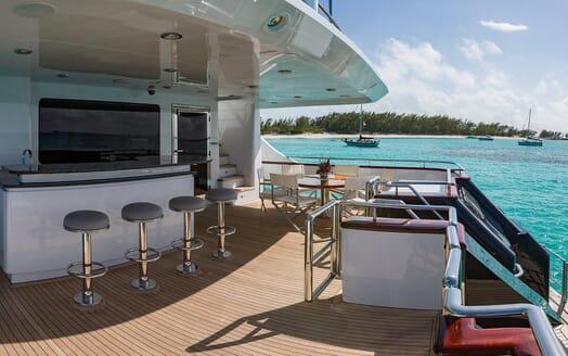 Motor Yacht M3 bar