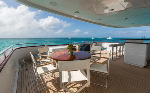 Motor Yacht M3 outdoor dining area