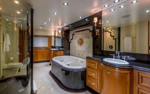 Motor Yacht M3 master bathroom