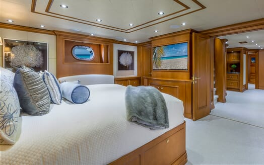Motor Yacht M3 master stateroom