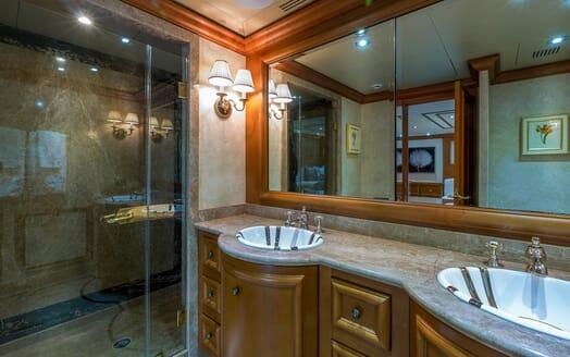 Motor Yacht M3 guest bathroom